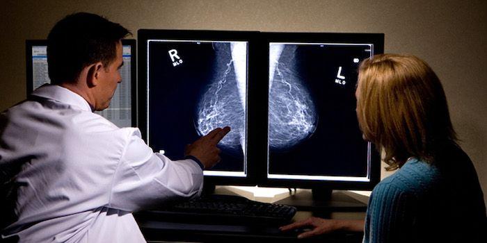 Контрацептивы повышают риск развития рака груди